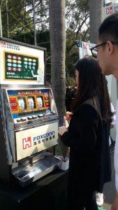 鴻海 科技 集團 2016 台大 校園 大學 徵才 招募 活動 拉霸機 遊戲