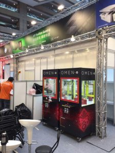台北國際多媒體大展 HP 資訊 世貿一館 夾娃娃機 遊戲機  客製化包圖  抽獎  陽昇國際